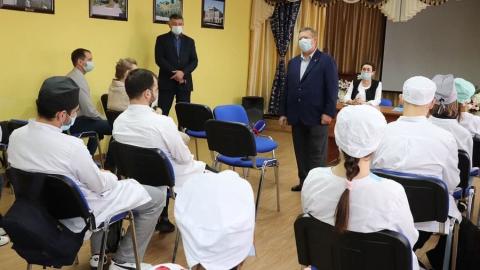 Николай Панков установит персональную доплату для студентов-медиков, которые останутся работать в Вольском районе