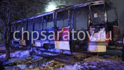В Саратове ранним утром полыхал трамвай | ВИДЕО
