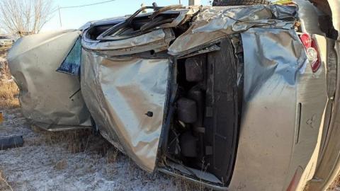 Mitsubishi улетел с дороги на Елшанской. Погиб водитель