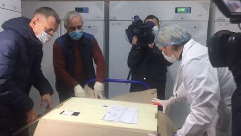 Первая партия из 690 доз вакцины от коронавируса доставлена в Саратов