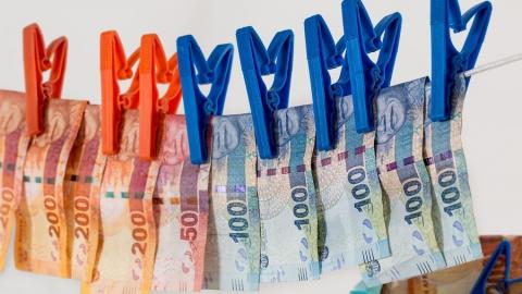 Саратов: «сотрудники службы безопасности банка» разбогатели еще на 280 тысяч рублей за выходные