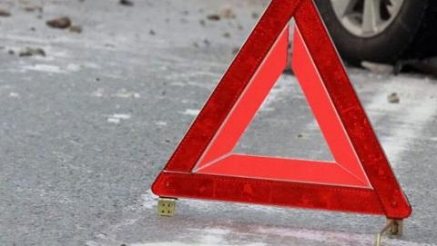 В Балашове в дерево врезался автомобиль с двумя девушками, одна погибла