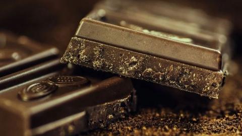 27-летний саратовец похитил и съел 45 упаковок шоколада