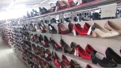 Саратовская таможня арестовала немаркированную обувь