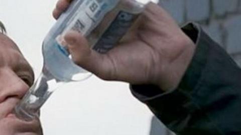 В Степном грабитель во время погони успел выпить бутылку водки