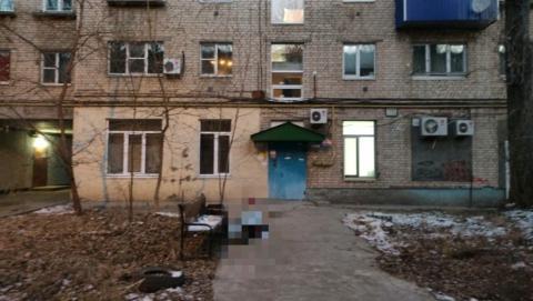 Жительница Балакова выглянула утром из окна и обнаружила труп