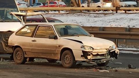 На улице Тархова тройная авария