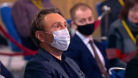 Владимир Путин поблагодарил Сергея Шнурова за отсутствие мата в прямом эфире