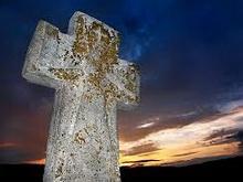 Сельчанка отомстила любовнику, разбив надгробие его родителей