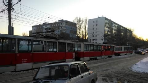 Трамваи встали в Мирном переулке