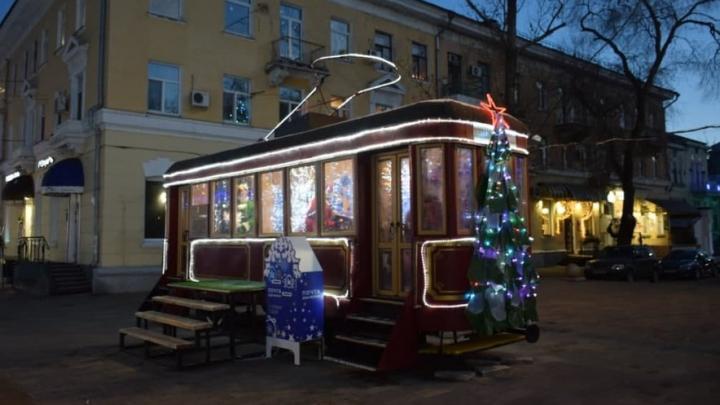 Дед Мороз ждет гостей в трамвае на Волжской в Саратове