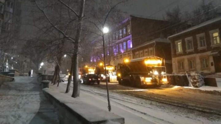 Саратов обещают убрать от снега к утру
