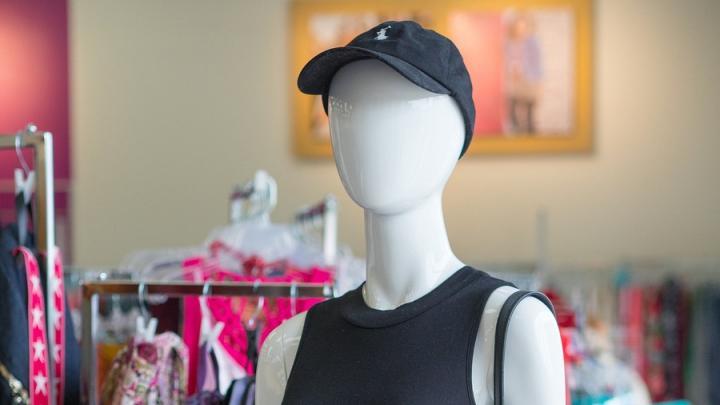 Саратовских покупателей обязывают надевать одноразовые перчатки при оплате наличкой