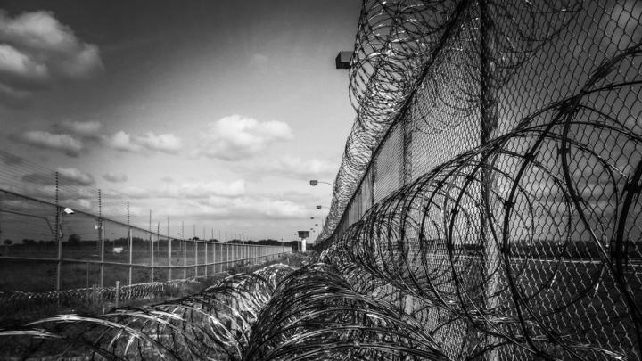 Трех полицейских из Энгельса осудили за подброшенные наркотики