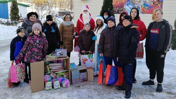 Детский социально-реабилитационный центр получил подарки к Новому году