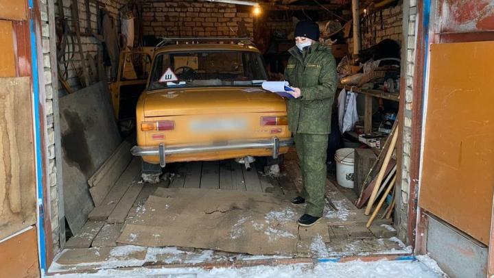 Житель Ершова задохнулся в своей машине при неработающем двигателе