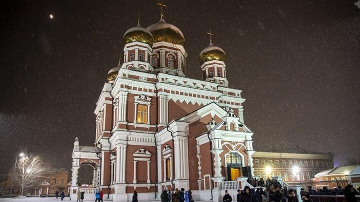 Православные саратовцы празднуют Рождество Христово