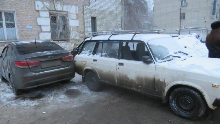 В Саратове подростки угнали «ретро-автомобиль»