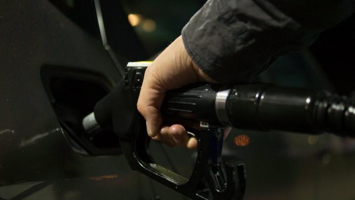 Эксперт отрицает резкий рост цен на бензин