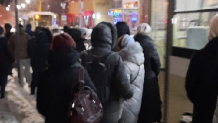 Саратовцы жалуются на работу трамвая № 3 в соцсетях