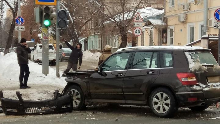Иномарка без номера вызвала пробку на Московской