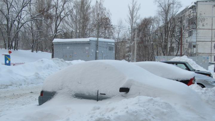 Жители Заводского района Саратова жалуются на снежные завалы