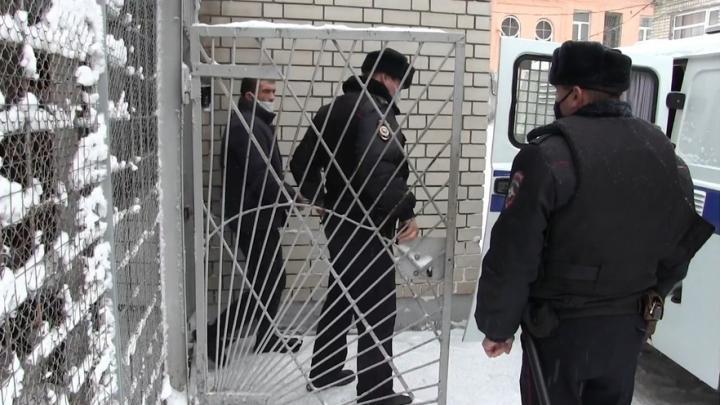 Полиция вела переговоры с пьяным балашовцем, удерживавшим ребенка | ВИДЕО