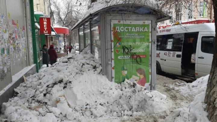 Авральная уборка снега в Саратове приобретает масштаб катастрофы