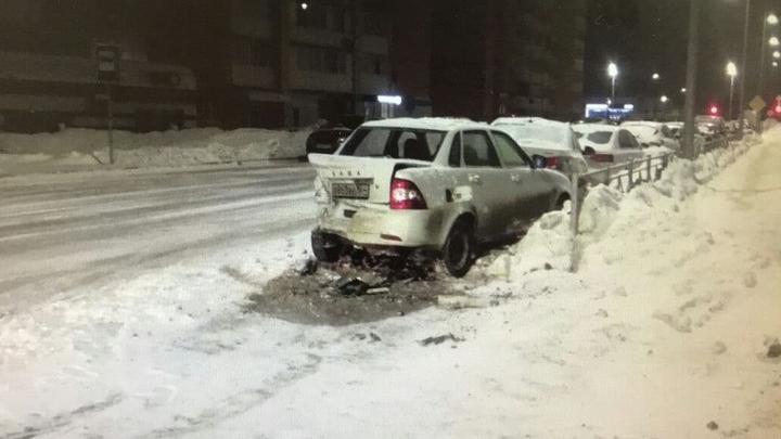 Автоинспекция ищет саратовца, разбившего две машины и выбросившего свою пассажирку