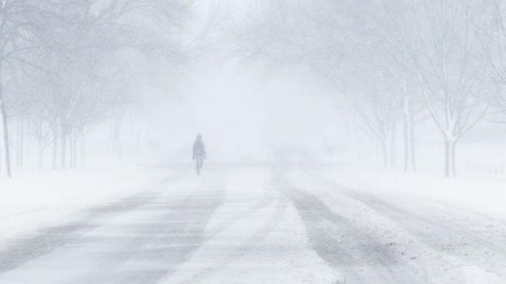 Саратовское небо затянуто облаками - идет снег