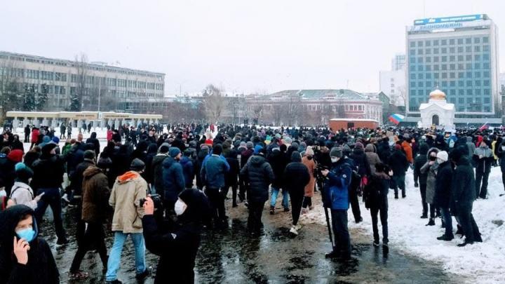 На митинге в Саратове задержали не менее семи человек