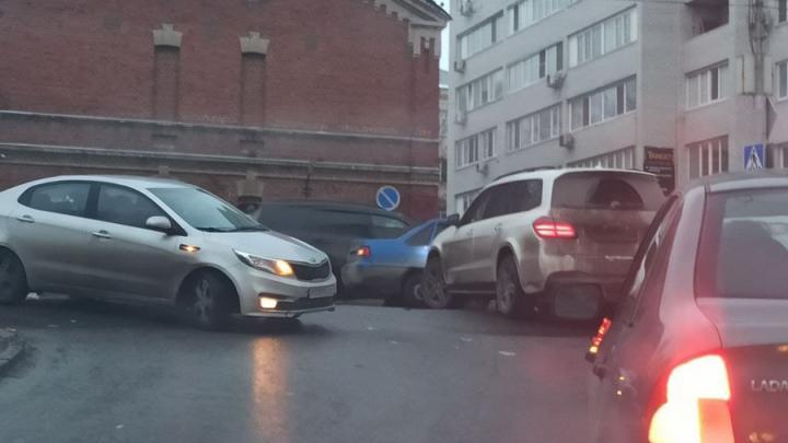 Внедорожник не пропустил Nexia и заблокировал дорогу на Навашина