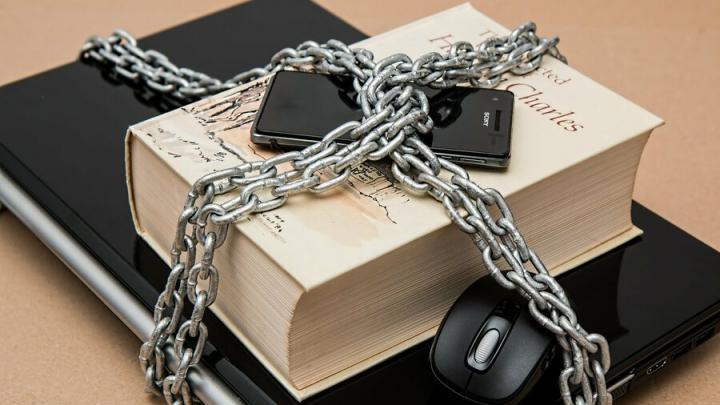 Вступил в силу закон о запрете мата и неуважении к органам власти в соцсетях