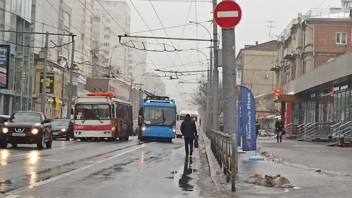 Коллапс на Московской: два троллейбуса блокировали движение