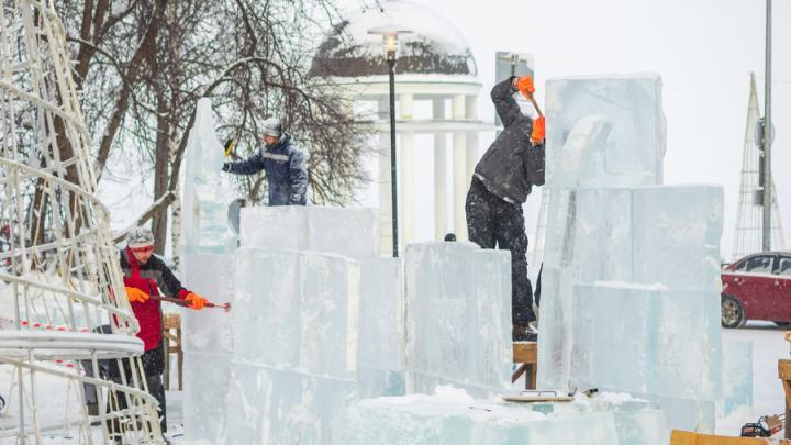 Саратовцы создают ледовые скульптуры в Петрозаводске