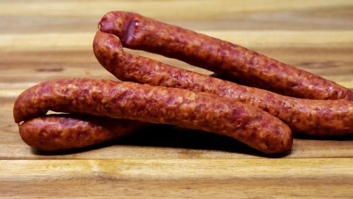 В Саратовскую область не пропустили 149 кг подозрительной колбасы