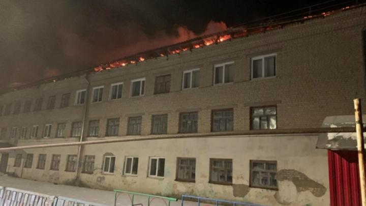 Режим ЧС введен в Екатериновке из-за пожара в школе