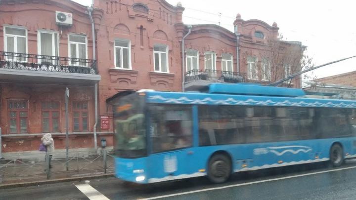 На Университетской и Большой Горной встали троллейбусы