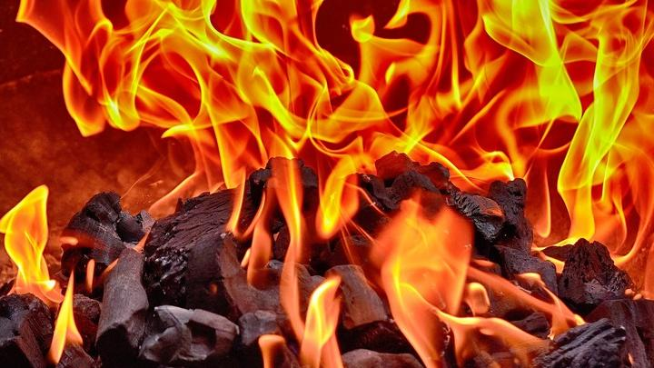 Житель Краснокутского района остался без крыши из-за пожара