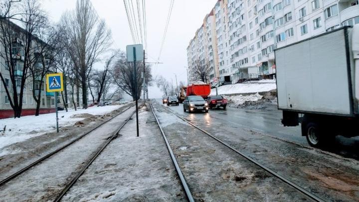 В Саратове прервано движение сразу пяти троллейбусных маршрутов и двух трамвайных
