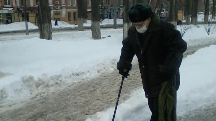 Администрация Заводского района Саратова так и не расчистила опасные тротуары
