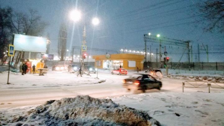 В Саратове похолодает, но на улицах по-прежнему туман