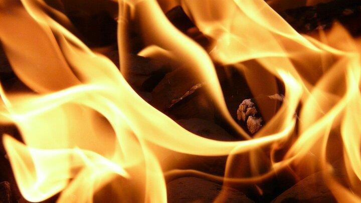 Две машины сгорели в Саратове по неизвестной причине