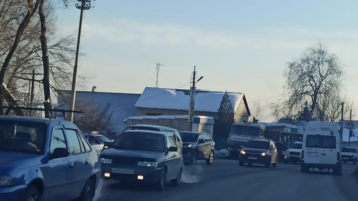 В ДТП на Тракторной столкнулись «КамАЗ» и «Тойота»