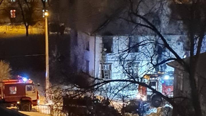 Дом в Балакове сильно пострадал при пожаре: люди остались без жилья