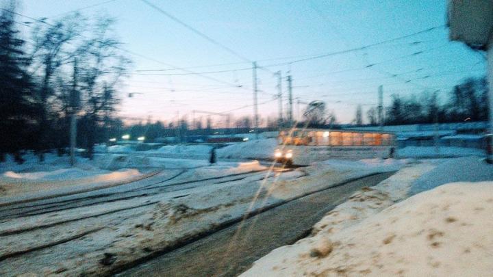 «Третий» трамвай встал в Саратове у 4-й Дачной