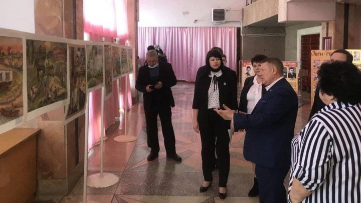 Николай Панков предложил организовать выставку рисунков детей из районов области