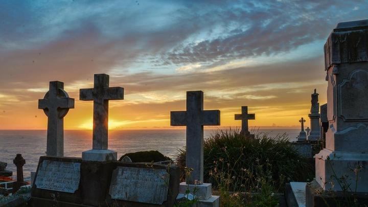 Работники Елшанского и Увекского кладбищ четыре года наживались на бесплатной услуге