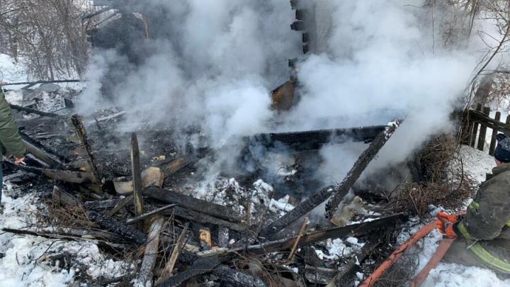 В Петровске в дачном домике сгорел мужчина| 18+