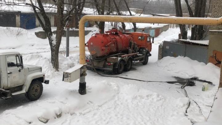 Энергетики наполняют резервные баки котельных холодной водой
